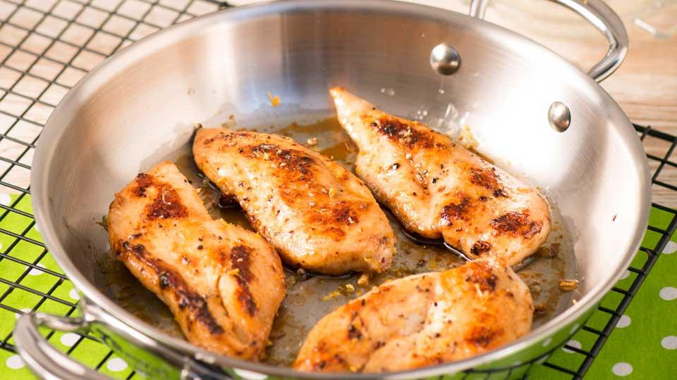 Hühnerbrust mit Zitrone und Knoblauch