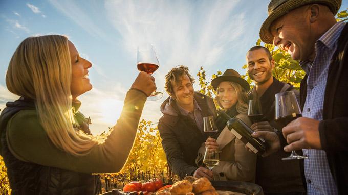 © NTG / Dieter Steinbach / Neusiedler See, Österreich - Weinverkostung / Zum Vergrößern auf das Bild klicken