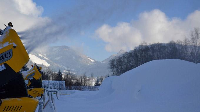 © Flora Jädicke, Regensburg / Beschneiung in Kössen, Tirol / Zum Vergrößern auf das Bild klicken