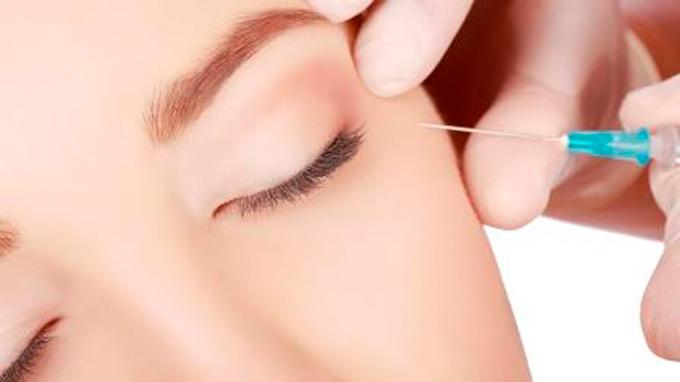 © Kuzbari - Zentrum für ästhetische Medizin / Botox-Spritze / Zum Vergrößern auf das Bild klicken