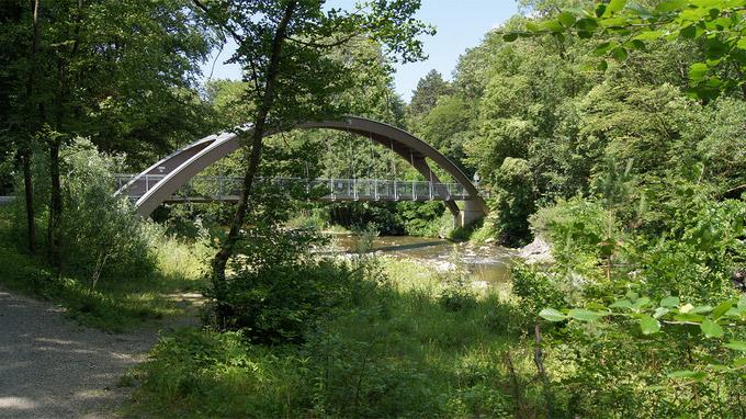 55PLUS Medien GmbH / Helenentalradweg - Brücke nahe Urtelstein / Zum Vergrößern auf das Bild klicken
