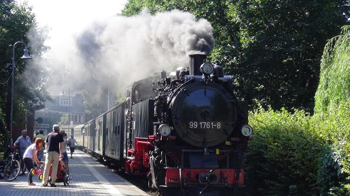 © 55PLUS Medien GmbH, Wien / Edith Spitzer / Lößnitzgrundbahn, DE / Zum Vergrößern auf das Bild klicken