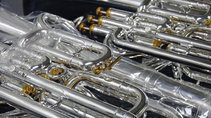 © 55PLUS Medien GmbH, Wien / Edith Spitzer / Markneukirchen, DE - B-S Blasinstrument_fertig / Zum Vergrößern auf das Bild klicken