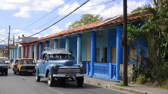 © 55PLUS Medien GmbH, Wien / Edith Spitzer / Pinar del Rio, Kuba - bunte Häuser / Zum Vergrößern auf das Bild klicken