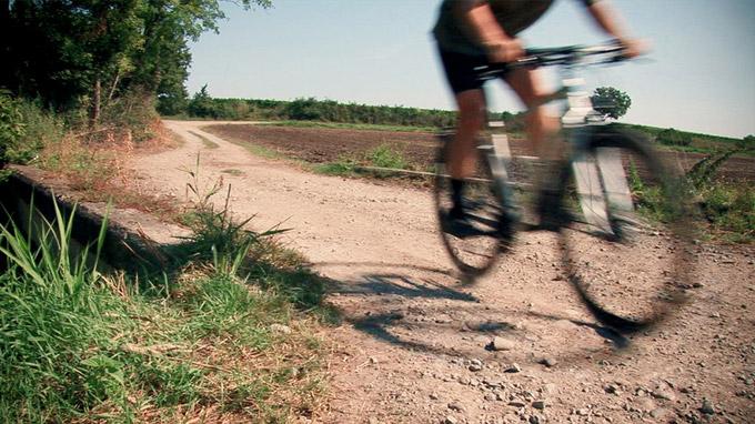 55PLUS Medien GmbH / Downhill mit Crossrad / Zum Vergrößern auf das Bild klicken