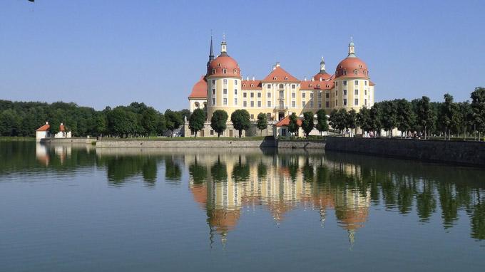 © 55PLUS Medien GmbH, Wien / Edith Spitzer / Schloss Moritzburg, DE / Zum Vergrößern auf das Bild klicken