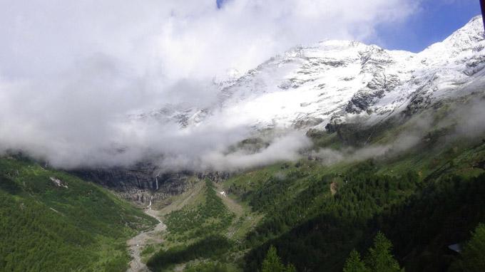 © Edith Spitzer, Wien / Schneebedeckte Berge, Schweiz / Zum Vergrößern auf das Bild klicken