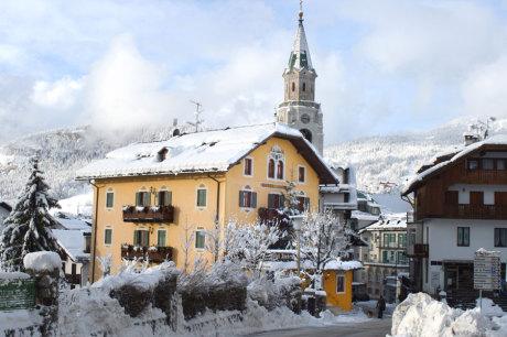 © Hotel Ambra, Cortina d`Ampezzo / Hotel Ambra in Cortina d`Ampezzo, Italien / Zum Vergrößern auf das Bild klicken