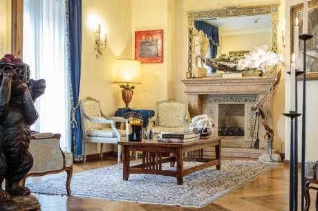 © Hotel Ambra, Cortina d`Ampezzo / Hotel Ambra - Salon / Zum Vergrößern auf das Bild klicken