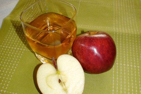 Apfelsaft mit Apfel