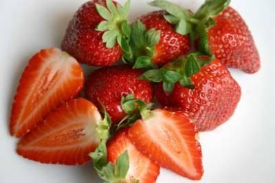 55PLUS Ganze Erdbeeren