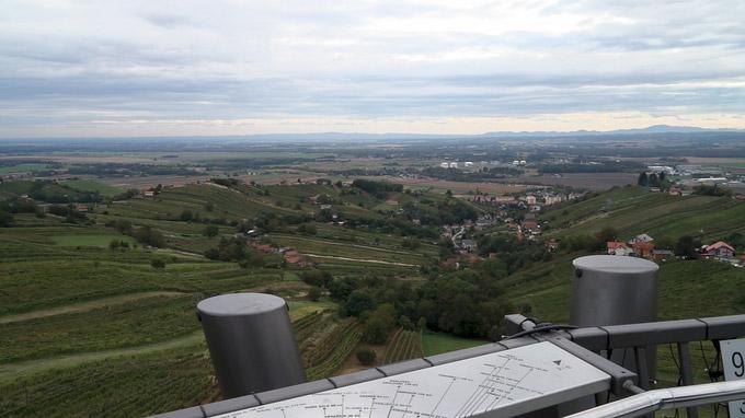 55PLUS Medien GmbH / Blick vom Vinarium in Lendava über Prekmurje, Slowenien / Zum Vergrößern auf das Bild klicken