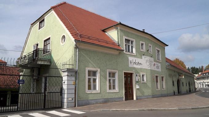 55PLUS Medien GmbH / Der Weinkeller von Ptuj, Aussenansicht, Slowenien / Zum Vergrößern auf das Bild klicken