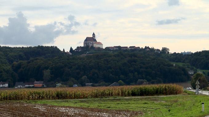 55PLUS Medien GmbH / Blick auf die Wallfahrtskirche Ptujska Gora, Slowenien / Zum Vergrößern auf das Bild klicken