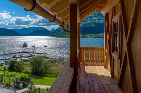 © Erich Satran / Blick vom Balkon der Stiftsschmiede in Ossiach, Kärnten / Zum Vergrößern auf das Bild klicken
