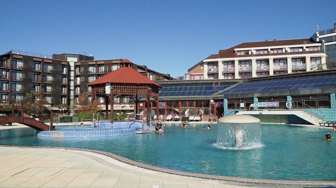 55PLUS Medien GmbH / Terme 3000 - Schwimmbecken Hotel Ajda / Zum Vergrößern auf das Bild klicken