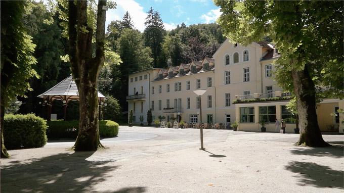 55PLUS Medien GmbH / Terme Dobrna - altes Kurhaus Blick vom Park / Zum Vergrößern auf das Bild klicken