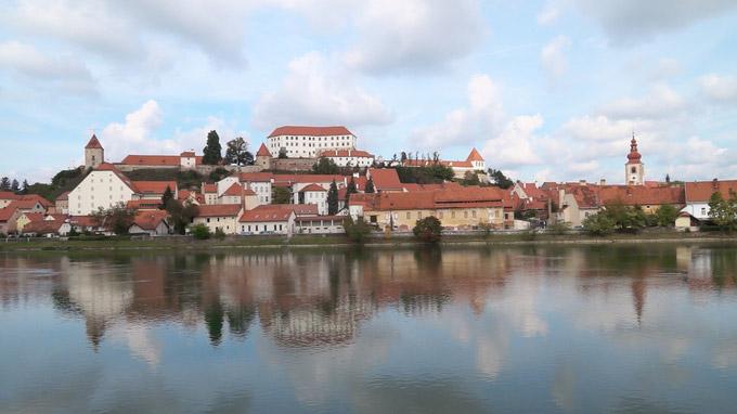 55PLUS Medien GmbH / Panoramablick auf Ptuj / Zum Vergrößern auf das Bild klicken