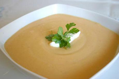 55PLUS: Karottenschaumsuppe mit Ingwer und Sellerie