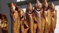 © Edith Spitzer, Wien / Fuschlsee, Salzburg - Schlossfischerei geräucherter Fisch / Zum Vergrößern auf das Bild klicken