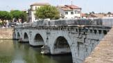 © 55PLUS Medien GmbH, Wien / Rimini, Italien - Tiberius-Brücke / Zum Vergrößern auf das Bild klicken