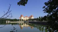© 55PLUS Medien GmbH, Wien / Edith Spitzer / Schloss Moritzburg, DE - Spiegelung / Zum Vergrößern auf das Bild klicken
