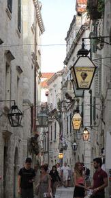 © 55PLUS Medien GmbH, Wien / Dubrovnik, Kroatien - Enge Gassen / Zum Vergrößern auf das Bild klicken