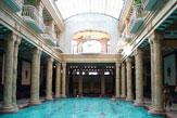 Budapest - Géllert-Bad, Innenbecken / Zum Vergrößern auf das Bild klicken