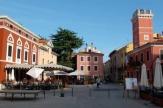 Novigrad, Kroatien - Hauptplatz / Zum Vergr��ern auf das Bild klicken