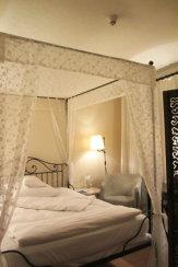 Foto © Edith Spitzer, Wien | 55PLUS Medien GmbH / Hotel Burg Wernberg, Deutschland - Zimmer / Zum Vergrößern auf das Bild klicken