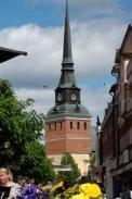 Mora, Schweden - Kirchenturm: Blick von Fußgängerzone / Zum Vergrößern auf das Bild klicken