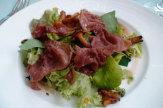 Hotel Schloss Ziethen, Kremmern - Restaurant Die Orangerie: Rohschinken auf Blattsalaten mit Pfiffer / Zum Vergrößern auf das Bild klicken