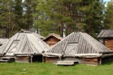 Arvidsjaur, Schweden - Lappstaden Häuser / Zum Vergrößern auf das Bild klicken