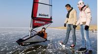 © NTG / steve.haider.com / Neusiedler See, Burgenland - Surfen / Zum Vergrößern auf das Bild klicken
