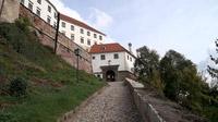 55PLUS Medien GmbH / Weg zum Schloss von Ptuj, Slowenien / Zum Vergrößern auf das Bild klicken