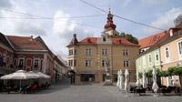 55PLUS Medien GmbH / Cafés am Hauptplatz von Ptuj, Slowenien / Zum Vergrößern auf das Bild klicken
