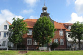 © 55PLUS Medien GmbH / Tönning, Deutschland - Historisches Gebäude / Zum Vergrößern auf das Bild klicken