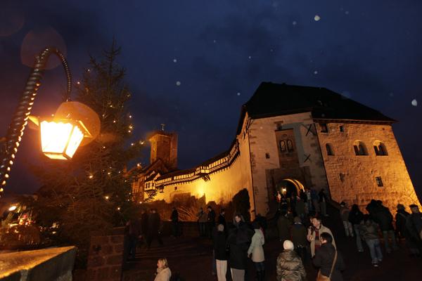 Eisenach, Deutschland - Historischer Weihnachtsmarkt auf der Wartburg