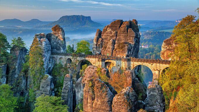 © pixabay com / Julius Silver / Sächsische Schweiz, Sachsen - Basteibrücke / Zum Vergrößern auf das Bild klicken