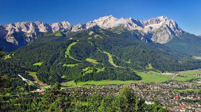 © Garmisch-Partenkirchen Tourismus GmbH / Jörg Lutz / Garmisch-Partenkirchen, Bayern - Sommerpanorama / Zum Vergrößern auf das Bild klicken
