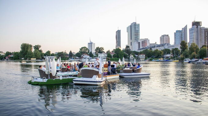 Alte Donau, Wien - Floating Concert_Silhouette Kaisermühlen