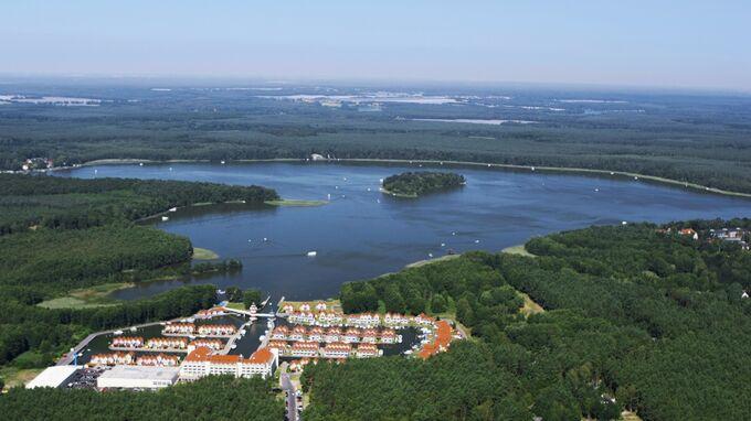 © Ameropa / Mecklenburger Seen, Mecklenburg-Vorpommern - Luftaufnahme Hafendorf Rheinsberg / Zum Vergrößern auf das Bild klicken