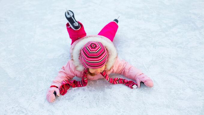 © Foto iStock / YanLev / Eislaufen - Sturz / Zum Vergrößern auf das Bild klicken