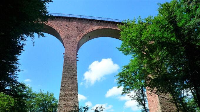© Tourist-Information Emmelshausen / Thomas Biersch / Hunsrückbahn, Rheinland-Pfalz - Hubertusviadukt / Zum Vergrößern auf das Bild klicken