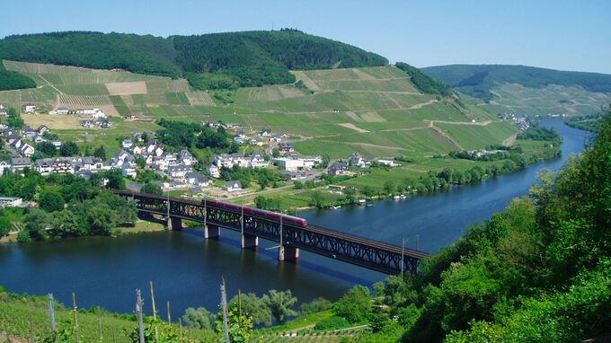 © Peter Freisenhahn / Kanonenbahn auf Mosel, Rheinland-Pfalz / Zum Vergrößern auf das Bild klicken