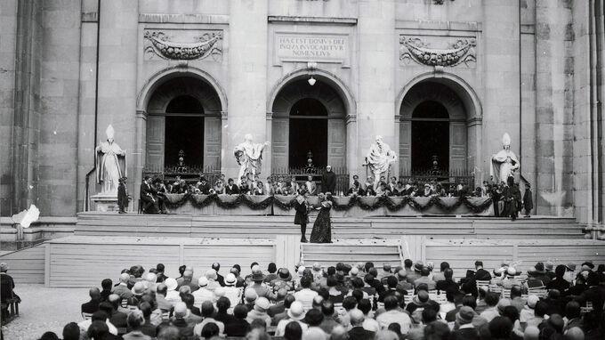 © Archiv der Salzburger Festspiele / Foto Ellinger / Großes Welttheater, Salzburger - Jedermann 1920 / Zum Vergrößern auf das Bild klicken