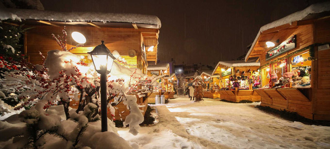 © Aosta / Enrico Romanzi / Aosta, Italien - Weihnachtsmarkt / Zum Vergrößern auf das Bild klicken