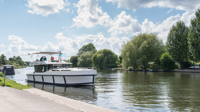 © C. Mansell / Hausboot / Zum Vergrößern auf das Bild klicken