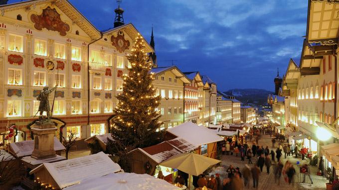 © Tourist Information Bad Tölz / Haderlein, Petzl, Schnitzer / Bad Tölz, Bayern - Christkindlmarkt / Zum Vergrößern auf das Bild klicken