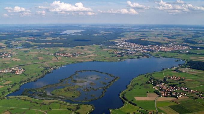 © TV Fränkisches Seenland / Fränkisches Seenland, DE - Altmühlsee mit Vogelinsel / Zum Vergrößern auf das Bild klicken